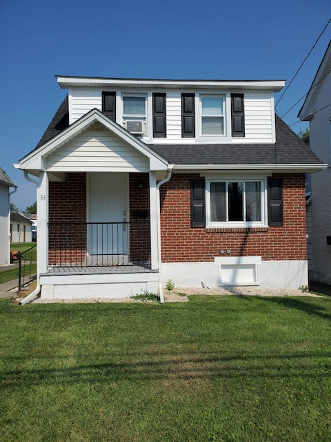 Quiet 2 Bedroom Home Walking Distance from Downtown Boyertown Shops, Restaurants and Events