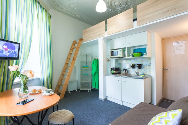Современная квартира-студия у метро Лесная