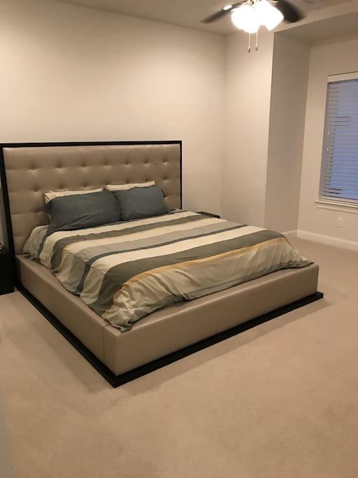 Master California King Bed