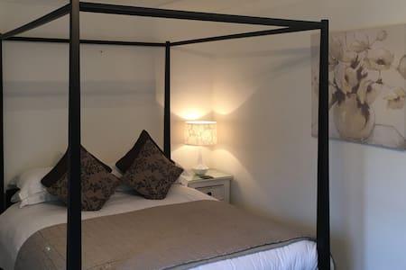 Applecroft - Carlyon Bay - Garden Room (room only) - Carlyon Bay