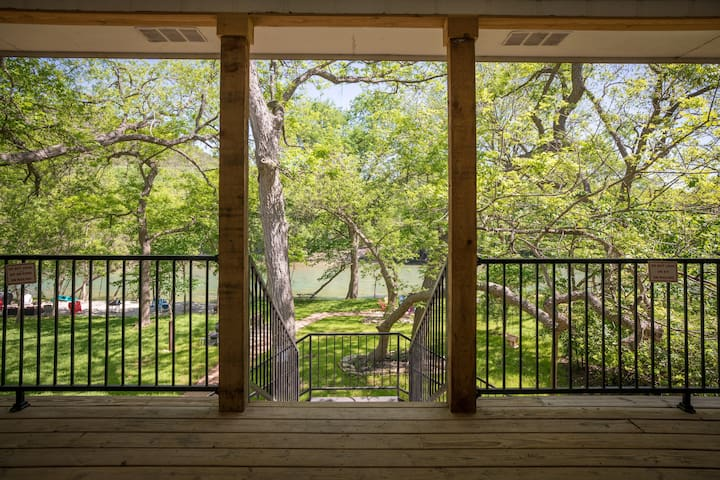 Hondo's River Haus- 4 bedroom/4 bath Guadalupe Riverfront - come and enjoy!