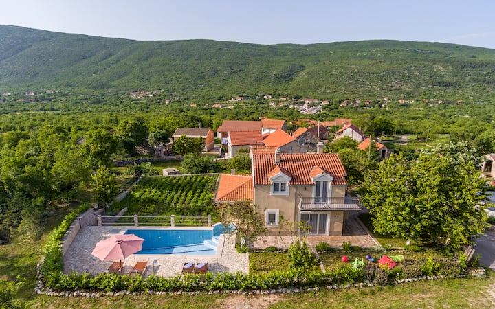 Beautiful Villa near sea, Makarska, private pool