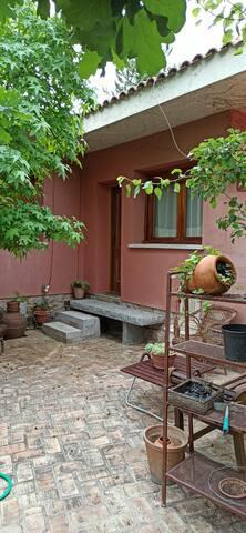 Habitación con entrada independiente y cocina