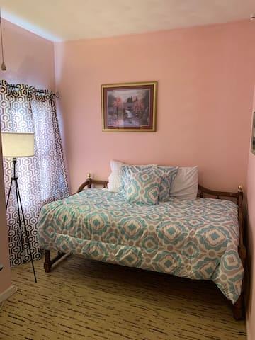 Private Room #2- ODU, EVMS, Base & Beach Nearby