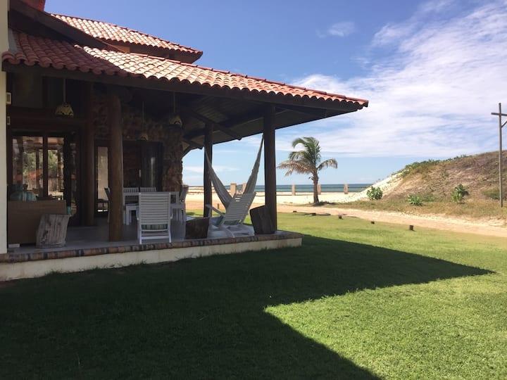 Espetacular casa em condomínio frente mar Guajiru