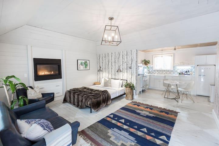 Cedar Lakes Estate Garden Suite 6