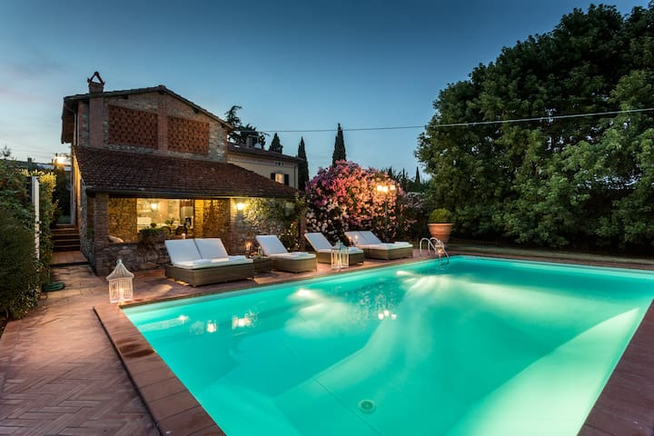 VILLA CLARA, Sweet Smart Villa with Pool in Lucca