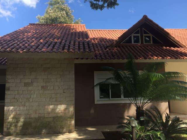Suite na vila A, casa de família com area verde