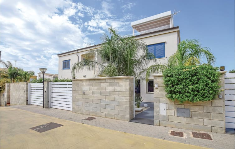 Semi-Detached with 1 bedroom on 95m² in Marina di Ragusa -RG-
