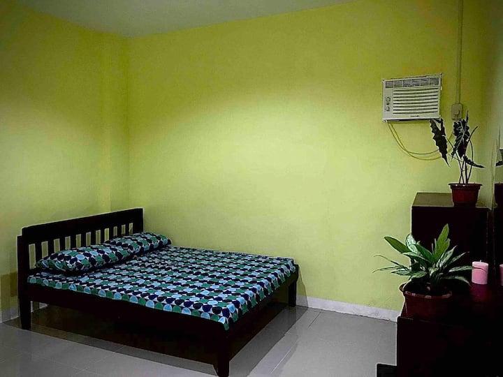 Rozay Travellers Inn   Kabankalan - Yellow Room