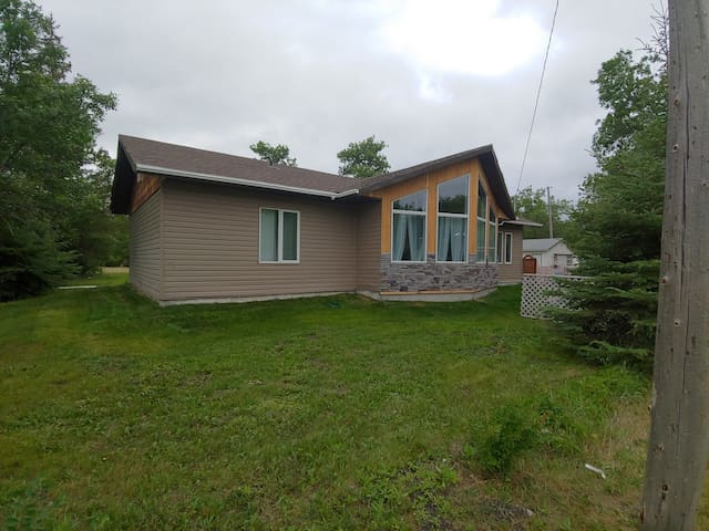 New 3-bdrm home just few steps from Lake Winnipeg