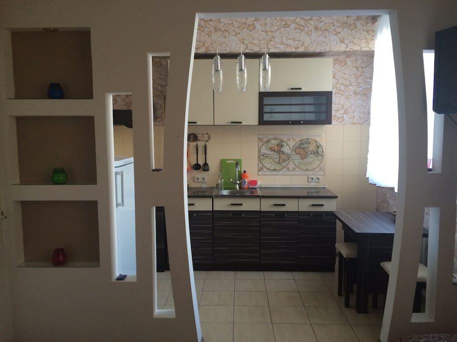 Вид на кухню с зала