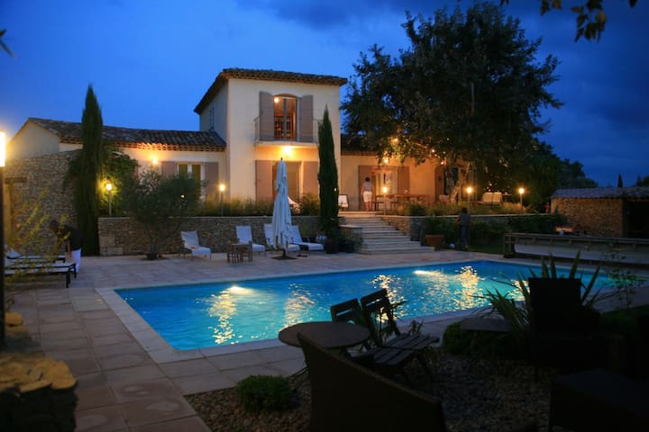 Villa avec piscine au calme - Argilliers - Haus