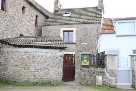 Gîte la Roserie - Saint-Germain-des-Vaux - บ้าน