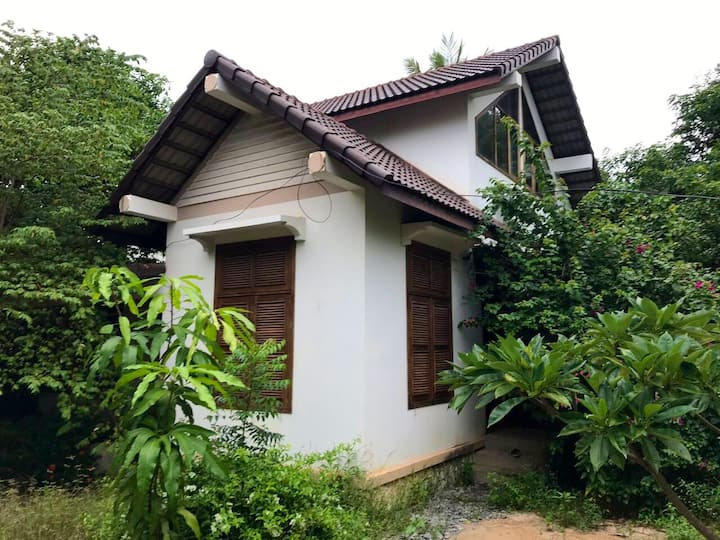 Beautiful French House, Lush Garden, 5kmAngkorWat