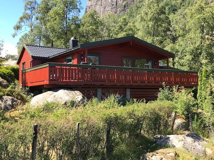 Flott hytte i vakkert område i Bjerkreim til leie