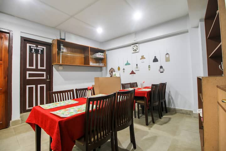 OYO Hilltop 1 BR stay near S.P. Golai