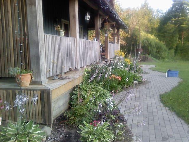 10 Acre Romantic Country Retreat