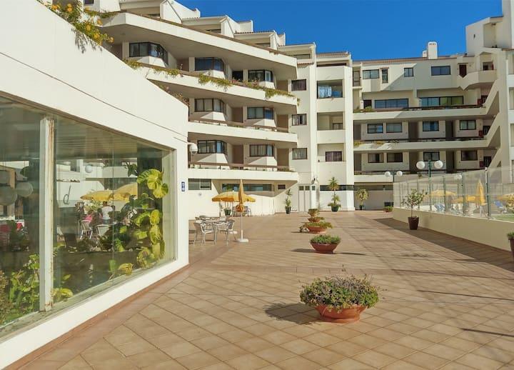 T0 centre-ville, plage à pied, terrasse, piscine