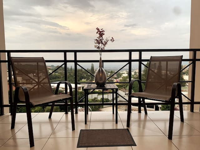 Beaut Apt,Terrc w/View,3 bd,Escalon Exclusv*Secure