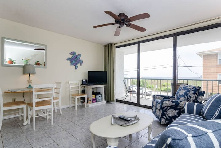 Turtle Cay-Paradise Towers Condo - Elevator Access and Pet Friendly!