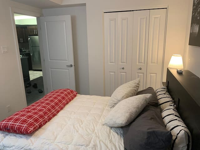 One bedroom in downtown Ottawa , Ontario