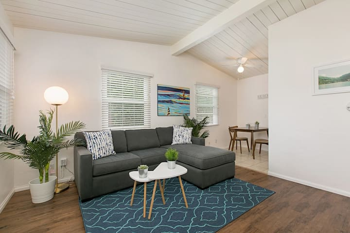 Pacific Beach, Local-Style Living Cottage