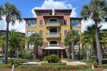 Luxurious 3 Bedroom Condo Steps from the Pool