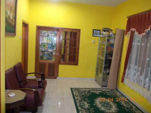 CEMARA Homestay 2  Tosari  (KAMAR  PRIBADI)
