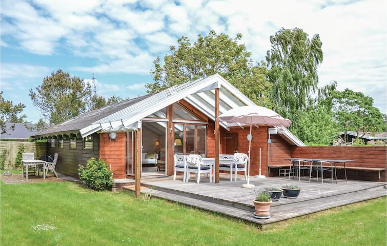 Holiday cottage with 1 bedroom on 50 m² in Dronningmølle