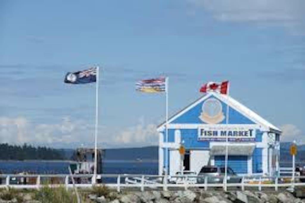 Quaint seaside village of Sidney is only 10 mins away