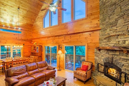 Perfect luxury mountain getaway-creek-views-wifi