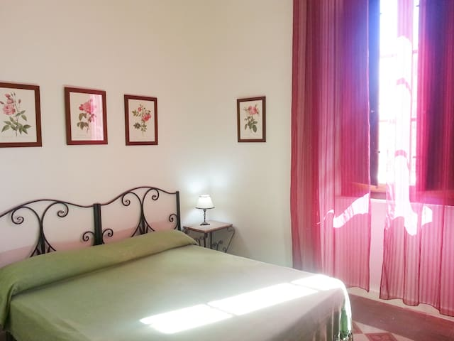 Double bedroom: double bed can be split