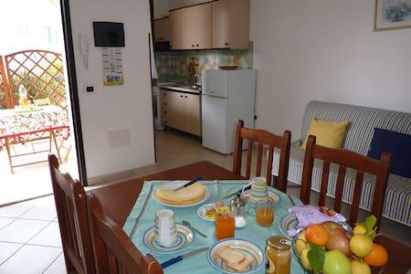 Appartamento 1 piano, giardino e mare a due passi - Arbatax