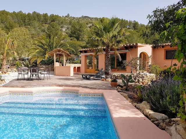 Lovely 2-bedroom Finca Alegria, with private pool