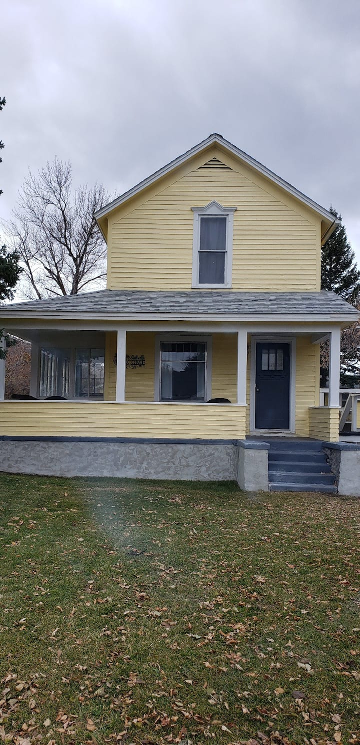 Beautiful Victorian House, No cleaning fee or security deposit.