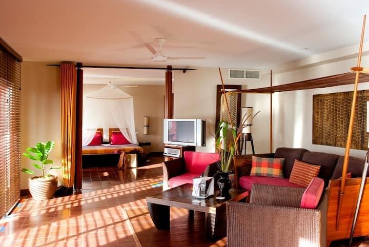 Suite spacieuse dans villa avec plunge pool privée vue mer