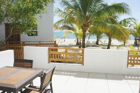 Ocean View Bungalow: steps from water/beach front!