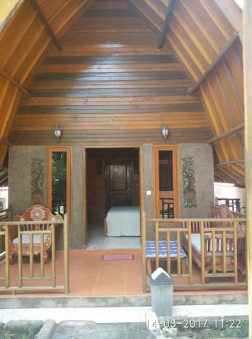 Sunrise Traditional Lumbung Villa Double Bed - Pemenang - Bungalow