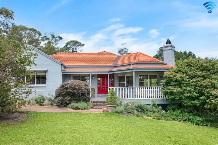 Hillview Cottage - classic country comfort & charm