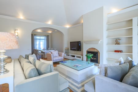 Luxury 2 bedrooms apartment on golf close to beach