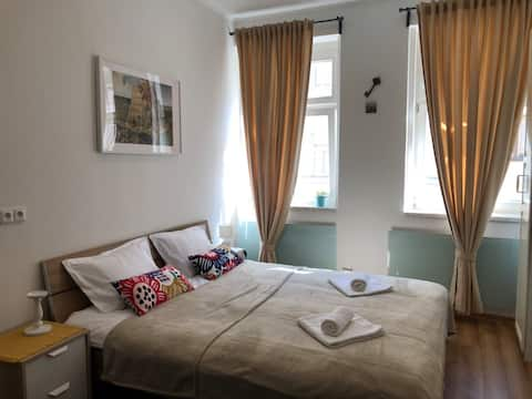 Bright apartment , 7 minutes to the center.