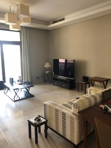 Apartment in Beverly Hills, Sheikh Zayed