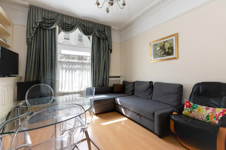 Spacious Two Bedroom Apartment in Central London