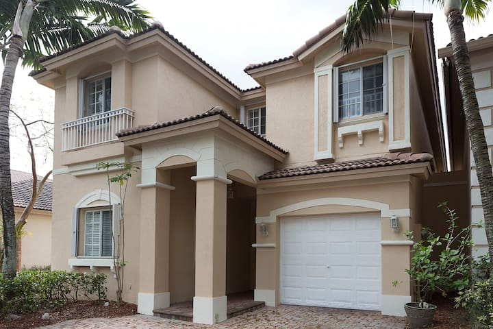 Home In Miami's Best Community - Doral - House
