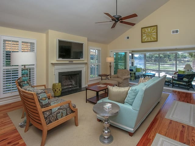 38 Lands End Road ~ Recently Renovated!