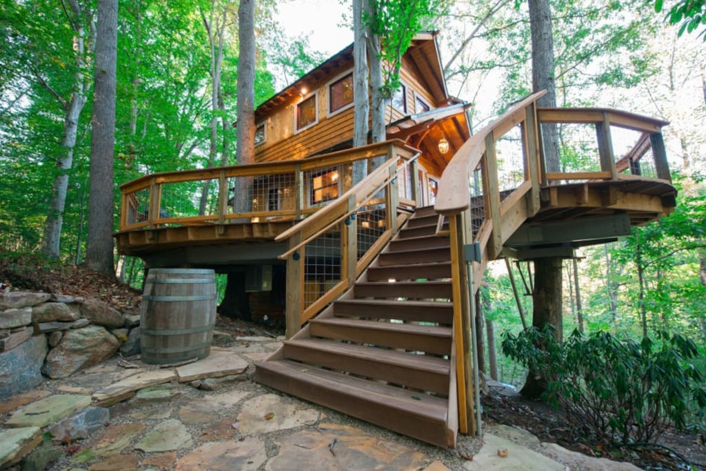Welcoming stairs onto deck.