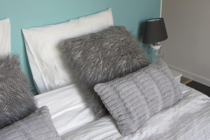 Chambre romantique au coeur de Gembloux - Gembloux - Bed & Breakfast
