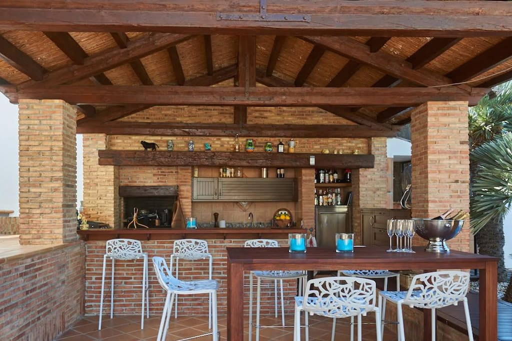 Bar, kitchen and barbecue