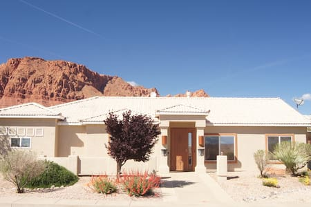 Tranquil Red Mountain Casita - Ivins - Hus